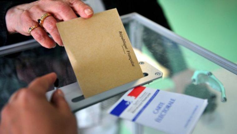"""MUNICIPALES. """"Une semaine en campagne"""" : l'UMP divisée à Fréjus, le FN à la conquête du Marais à Paris - lci.tf1.fr"""