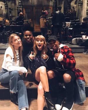 Nouvelles photos de Taylor au Saturday Nigt Live en Novembre