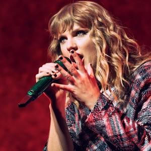 1er Décembre : Taylor était au Kiis FM Jingle Ball 2017, en Californie. Elle y a chanté 6 de ses chansons.