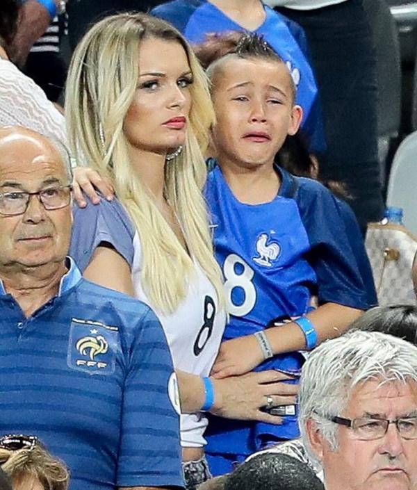 Ludivine Payet assiste à la finale France - Portugal au Stade de France