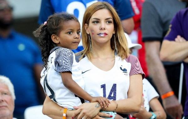 Isabelle Matuidi assiste à la finale France - Portugal au Stade de