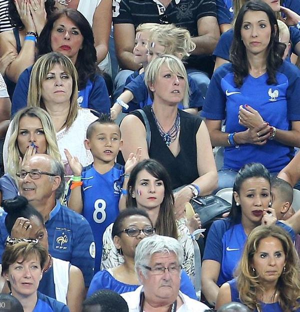 Jennifer Giroud, Laura & Ludivine Payet au Stade de France pour France - Portugal