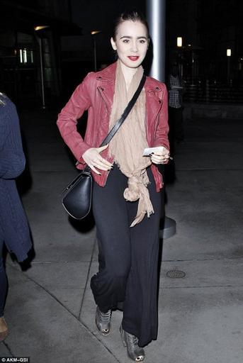 Le 9 Mai 2014  Lily dans l'après-midi qui sort de la salle de sport à West Hollywood, en Californie.