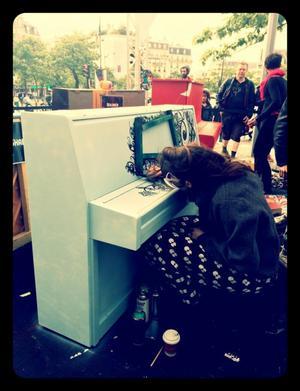 17 juin 2014: Al.Hy décore un piano