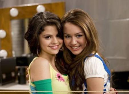 Selena Gomez et Miley Cyrus : Bientôt nues dans Playboy ?