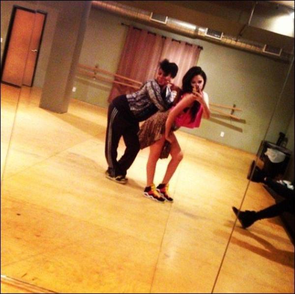 .  Le 18 Novembre, Jasmine était une nouvelle fois en répétition avec une chorégraphe de Los Angeles Joe Blaze + info  .