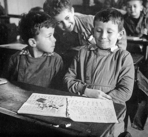 Un peu de poésie....avec Jacques Prévert, disparu le 4 février 1900 /photo Robert Doisneau