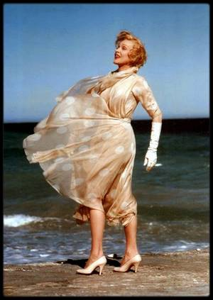 Marlene DIETRICH in the wind