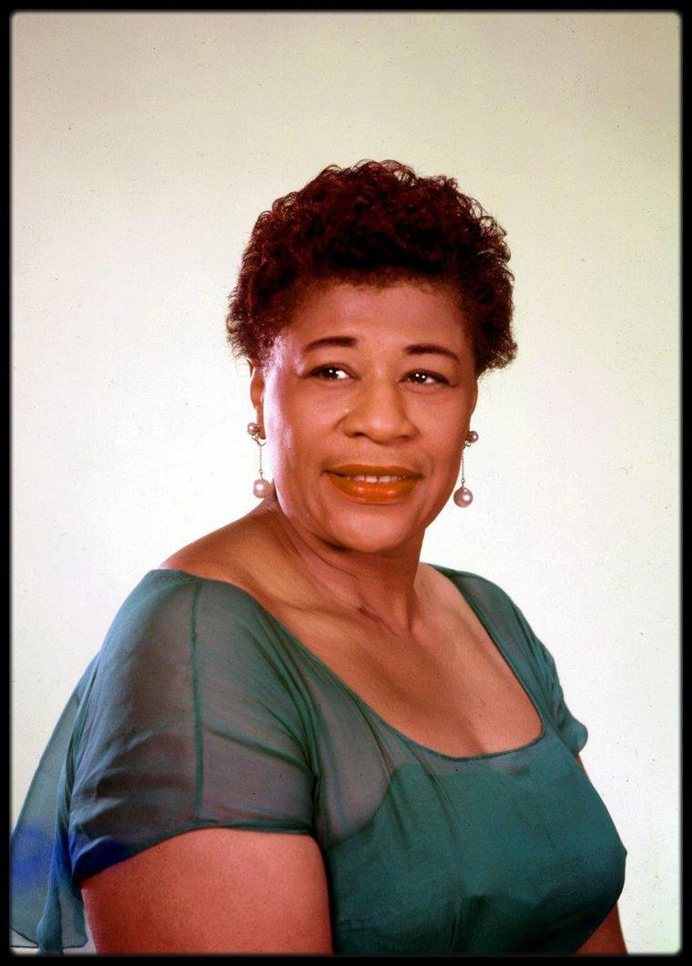 "Ella FITZGERALD... Ella apparaît aussi avec Peggy LEE comme actrice et chanteuse dans le film de Jack WEBB, ""Pete Kelly's Blues"". Elle apparaît aussi dans les films ""Ride 'Em Cowboy"", ""St. Louis Blues"", et ""Let No Man Write My Epitaph""."
