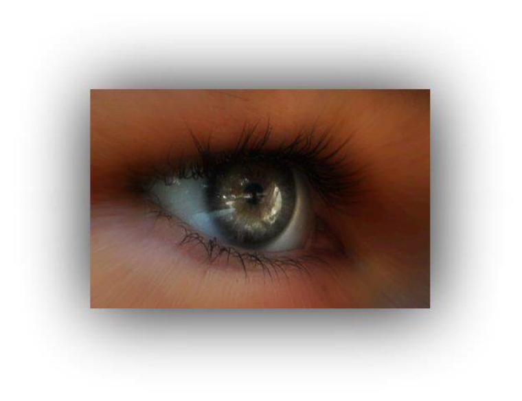 Petite retouche de mes yeux sur picnik.