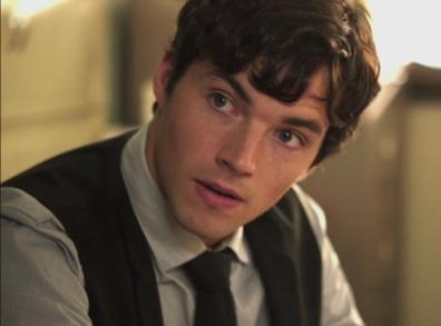 Ezra ne veut pas avoir des problèmes avec la justice...