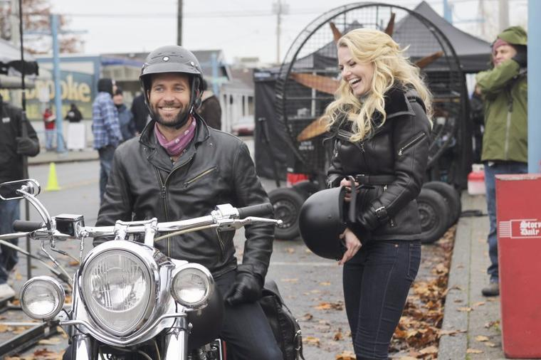 Emma Swan & August Whayne Booth  allias Jennifer Morrison & Eion Bailey