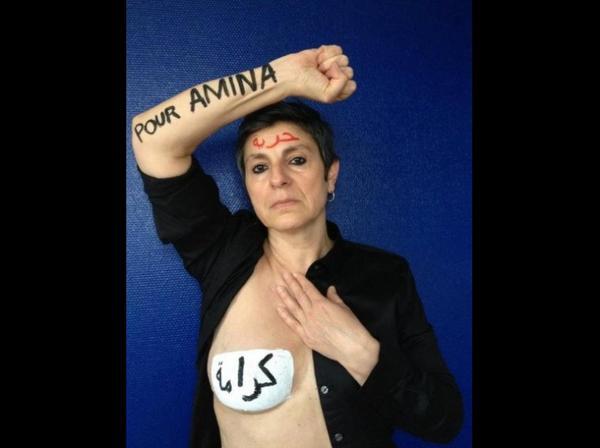 Mobilisation sur Internet pour Amina: les torses-étendards