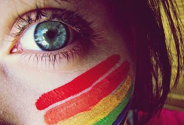 *Tes yeux couleur curaçao sont ma dictature. Je t'aime jusqu'à l'asphyxie. *