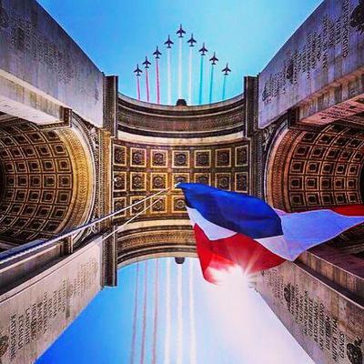 La Marseillaise est le chant qui fait bouillir le sang dans les veines, qu'on chante avec des pleurs et du feu dans les yeux, avec un coeur bravant la mort.