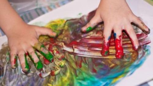 Dans chaque enfant il y a un artiste. Le problème est de savoir comment rester un artiste en grandissant.