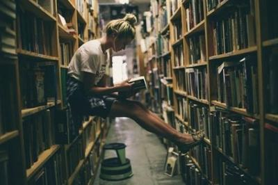 La lecture de tous les bons livres est comme une conversation avec les plus honnêtes gens des siècles passés.