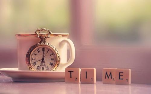Le tic-tac des horloges, on dirait des souris qui grignotent le temps.