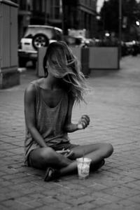 J'avance seule, mais pour moi.