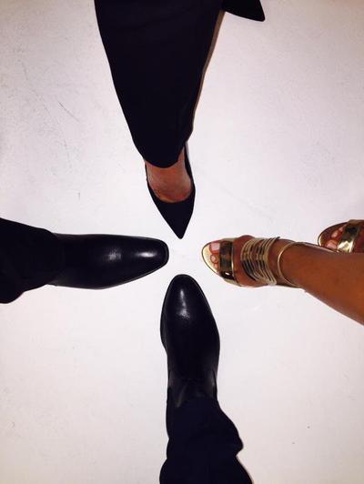 #SS9 : Christophe Beaugrand dévoile une photo des pieds de la nouvelle équipe ! (composée d'Adrien Lemaître, Christophe Beugrand, Leila Ben Khalifa et ?)