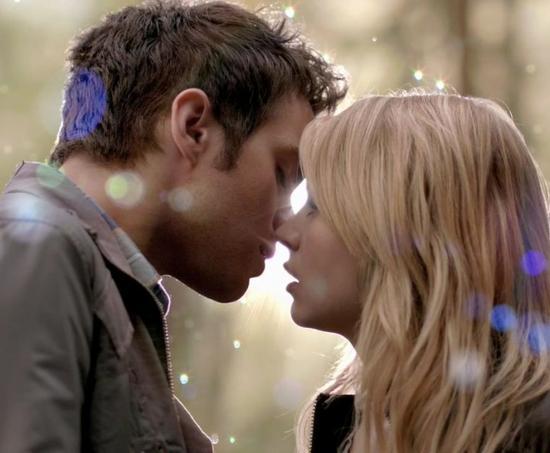 Je suis tombé dans la niaiserie, je jour où mes lèvres ont embrassé les tiennes, quand tu m'as pris dans tes bras, et lorsque tu m'as dis je t'aime. C'est à partir de là précisément que j'ai sombré dans la niaiserie la plus totale.