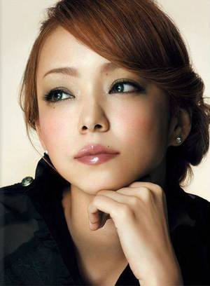 3ème BONUS spéciaaaaaaal: Namie Amuro Feat Hatsune Miku, B WHO I WANT 2 B
