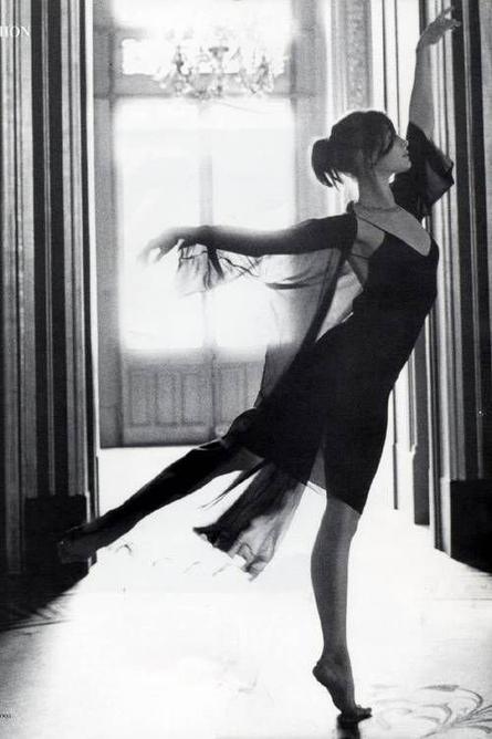 Etoile adulée du Ballet de l'Opéra de Paris, Aurélie Dupont vit sa vie de danseuse en toute liberté [Article lesechos]