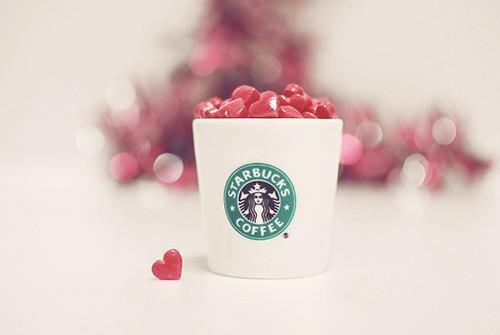 >>Si tu veux de l'amour ouvre ton coeur pas tes jambes ;).
