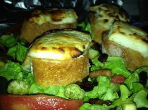 Kari: salade de chèvre chaud