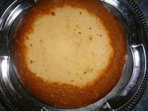 Un gâteau au chocolat blanc et divers bonbons pour nous faire fondre de plaisir!