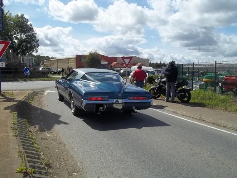 Buick Riviera(Festival des belles mécaniques Plouigneau)(04/09/11)