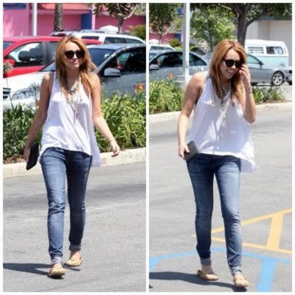 13 Juillet 2011 - Miley allant chercher à manger dans un camion.