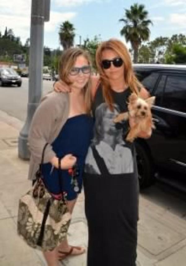 15 Juillet 2011 - Miley à l'aéroport LAX de Los Angeles, CA
