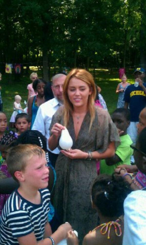 19 Juillet 2011 - Miley assiste à un évènement caritatif ''Kids Kicking Cancer'' dans le Michigan