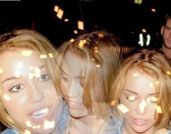 22 juillet 2011 - Miley signe des autographes pour ses fans