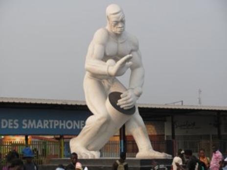 Des créateurs des oeuvres d'esprit congolais décorés à Kinshasa