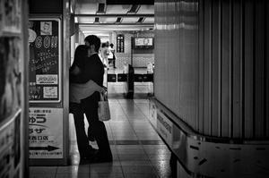 Seuls l'amour et l'amitié comblent la solitude de nos jours. Le bonheur n'est pas le droit de chacun, c'est un combat de tous les jours. Je crois qu'il faut savoir le vivre lorsqu'il se présente à nous. [Orson Welles]