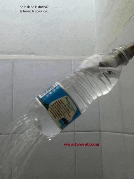 Pas de pommeau de douche? Vous avez juste besoin d'une bouteille en plastique.
