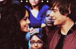 Parfois il suffit d'un regard et une grande histoire d'amour commence.