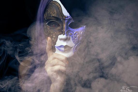 « Un visage est-il un masque de comédie posé sur la tragédie de l'âme ? »