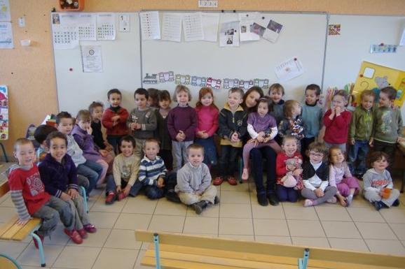 Un stage de deux semaines avec mes petits loups ; à l'école maternelle de mon village ! Juste magnifique .