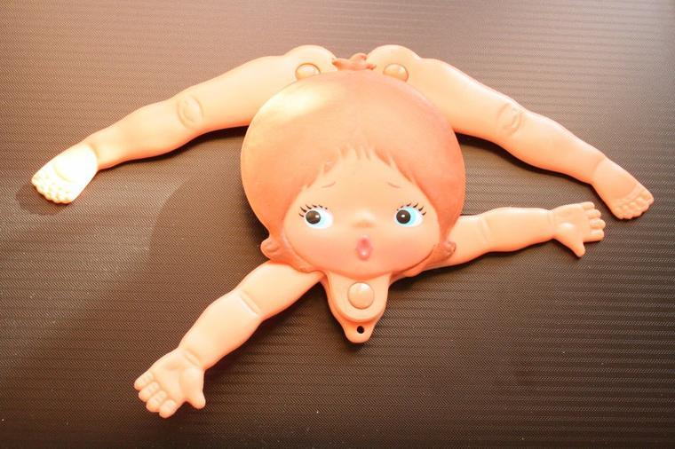 Une petite contorsionniste