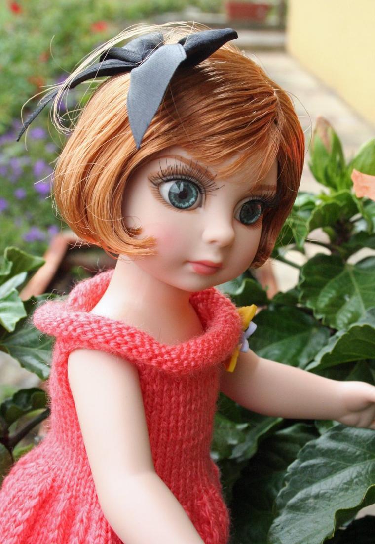 Quand Sonya se prend pour un bouton d'hibiscus ...
