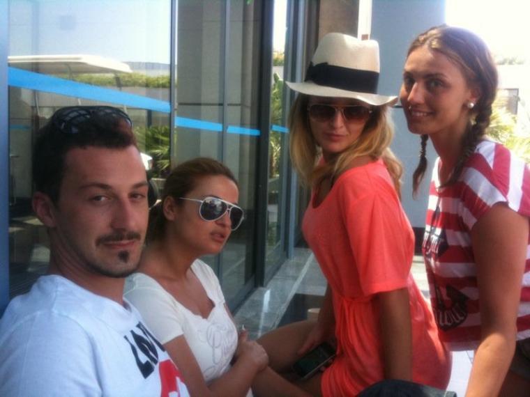 Genta Ismajli thote: Pershendetje nga Turqia, ku po bejmë xhirimin e emisionin e Labit ne Rtv21, te cilin do ta ndiqni se shpejti ne RTV21!
