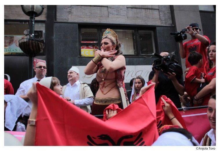 Genta Ismajli në paradën e shqiptarëve në New York! :)