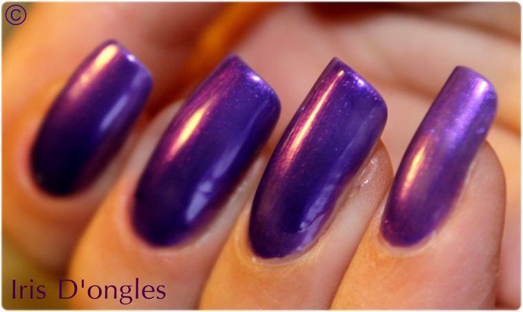 TEST: Vernis violet pailleté N°403 YES LOVE! (par dessus violet N°92 MISS EUROPE)