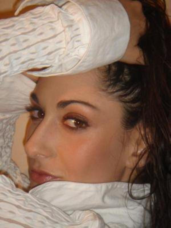 Le Roi Soleil : Une Troupe Inoubliable (2004-2007) !! 3.Victoria Pétrosillo alias Isabelle, la Fille du Peuple
