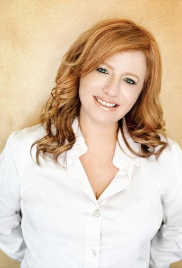 "Kathleen McGowan, L'Auteure de la Saga ""Marie-Madeleine"""