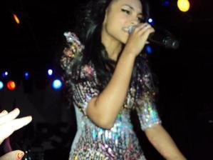 Performances de Jessica dans le Welcome to paradise tour.