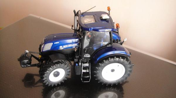 New Holland  T 7   210